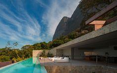 Luxury Villa in Brazil by Studio Arthur Casas
