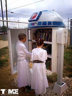 9 Incredible Sci-Fi Inspired Little Free Libraries. Love these Little Free Libraries! Star Wars, Doctor Who, extraterrestrials, spaceships, robots and more! Mini Library, Little Library, Free Library, Library Books, Grand Library, Children's Books, Stem Academy, Library Inspiration, Library Ideas