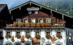 #Typischer #Gasthof in #Tirol © kaiserwinkl.com Austria, Hotels, Cabin, Mansions, House Styles, Decor, Travel Advice, Viajes, Decoration