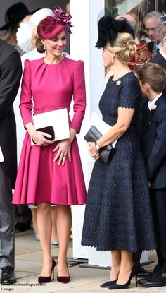 Catherine, Duchess of Cambridge attends the wedding of Princess Eugenie of York to Jack Brooksbank at St. George's Chapel on October 2018 in Windsor, England. Beauty And Fashion, Fashion Looks, Royal Fashion, Princess Eugenie Jack Brooksbank, Princess Katherine, Kate Middleton Stil, Estilo Kate Middleton, Princesa Kate, Fascinator