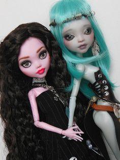 Helena et Moara (customs by Raquel Clemente & Pati D'Oniri)