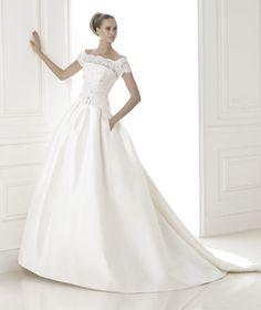 Pronovias 'Baronda' size 6 used wedding dress - Nearly Newlywed