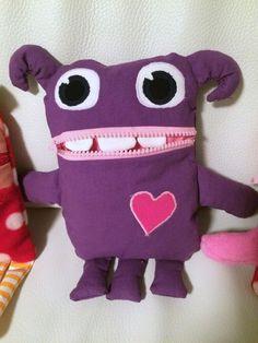 Huolisyöppö, kiukkumonsteri. Blogissa lisää kuvia! Fabric Crafts, Sewing Crafts, Worry Monster, Hobby Room, Dinosaur Stuffed Animal, Crafts For Kids, Textiles, Dolls, Animals