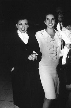 In Judy Garland proudly escorted 17 year old Liza Minelli during her smash off Broadway hit Best Foot Forward. Hollywood Icons, Golden Age Of Hollywood, Vintage Hollywood, Hollywood Glamour, Hollywood Stars, Classic Hollywood, Hollywood Boulevard, Vintage Movie Stars, Classic Movie Stars