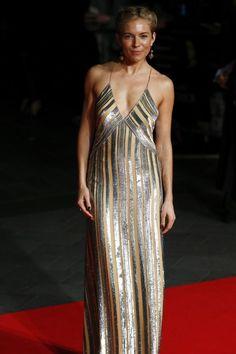 Goldkind Sienna Miller Mehr Looks des Tages gibt es bei ICOn online http://www.welt.de/icon/article124496720/Sienna-Miller-in-Galvan.html