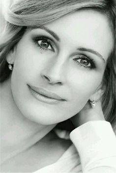 Julia Roberts, my all time heart throb Julia Roberts, Richard Gere, Most Beautiful Women, Beautiful People, Famous Portraits, Actrices Hollywood, Jolie Photo, Steve Mcqueen, Celebrity Babies