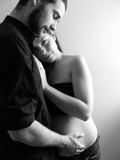 The more I pin maternity shots the more I realize I love the sillouettes and the black and whites the most :o)