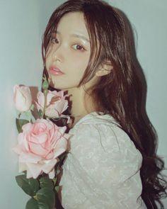 Uzzlang Girl, Girl Face, Stylish Girls Photos, Girl Photos, Korean Girl, Asian Girl, Girls With Flowers, Beauty Shoot, Aesthetic Girl