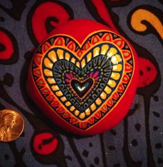Mandala Heart Rock - so vivid! Heart Painting, Pebble Painting, Dot Painting, Pebble Art, Stone Painting, Mandala Painting, Stone Crafts, Rock Crafts, Arts And Crafts