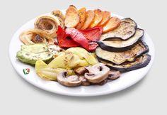 Зеленчуци на скара: Няма да повярвате какъв чудесен аромат се носи от този аранжимент на - тиквички, лук, червена чушка, зелена чушка, патладжан и гъби, приготвени на скара!
