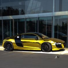Gold Audi R8 looking Bling!