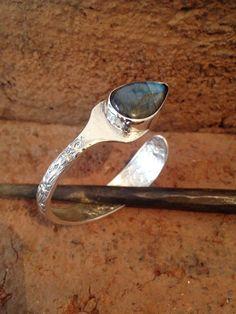 Pulsera-Cuchara y Labradorita. Spoon bracelet