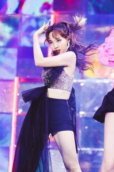 Twice-Nayeon 190801 at 2019 x Genie Music Award Kpop Girl Groups, Korean Girl Groups, Kpop Girls, Stage Outfits, Kpop Outfits, Party Outfits, K Pop, Kpop Fashion, Korean Fashion