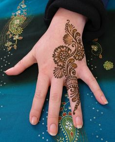 Applying henna mehndi designs on special events is auspicious mostly in South Asian countries. Here are bridal henna mehndi designs for your special day. Mehandi Designs, Bridal Henna Designs, Arabic Mehndi Designs, Mehndi Designs For Hands, Henna Tattoo Designs, Arabic Henna, Henna Tatoos, Mehandi Henna, Jagua Henna