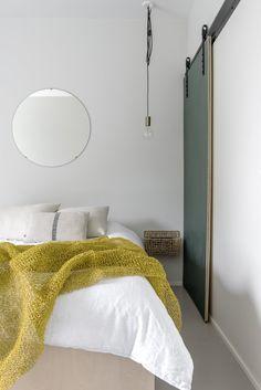 Gloria – Blogit | Pieni talo Helsingissä – Mirkan kaunis koti Decor, Oversized Mirror, Bed, Furniture, Bedroom, Home Decor, White
