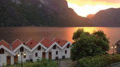 Velkommen til Vangsgaarden Norway Viking, San Francisco Skyline, Vikings, Scotland, Mansions, House Styles, Travel, Hotels, Bucket