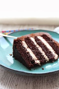 My Little Expat Kitchen (in Greek): Τούρτα γενεθλίων Choc Fudge Cake, Triple Chocolate Mousse Cake, Chocolate Cake, Cake Recipes, Dessert Recipes, Caking It Up, Cake Fillings, How Sweet Eats, Cupcake Cakes
