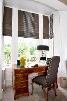 Карниз для римских штор: как выбрать, особенности монтажа и 70+ элегантных вариантов для дома http://happymodern.ru/karniz-dlya-rimskix-shtor-foto/ Скрытая конструкция крепления римских штор для интерьера домашнего офиса