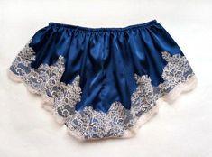 Vintage inspired french knickers silk by GardenOfDelightShop Silk Knickers, Knickers Pants, Bikini Underwear, Vintage Lingerie, Lace Shorts, Vintage Inspired, Vintage Fashion, Feminine, French