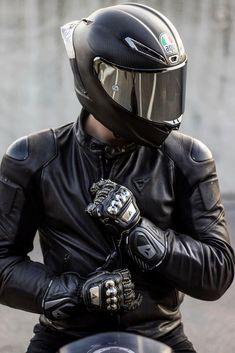 Carbon Fiber Motorcycle Helmet, Carbon Fiber Helmets, Cool Motorcycle Helmets, Motorcycle Suit, Motorbike Girl, Cool Motorcycles, Biker Photography, Agv Helmets, Bike Photoshoot
