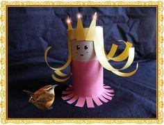 Prinsesje met winterkoninkje. Hoe knutsel je héél snel drie prinsesjes om mee te spelen op Koninginnedag... Nodig: 3 closetrolletjes, 2 vellen gekleurd A4, schaar, lijm.