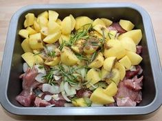 Tepsis hús | Alajuli receptje - Cookpad receptek Fruit Salad, Potato Salad, Bacon, Food And Drink, Pork, Potatoes, Cooking, Ethnic Recipes, Gastronomia