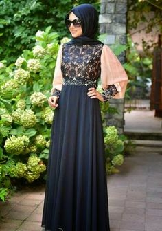 Gaun pesta muslim dengan atasan brokat