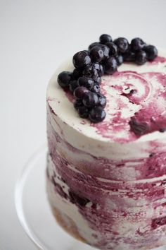 I'd rather have my guests enjoy eating the cake then looking at it. This looks delicious!