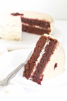 This oil free Vegan Red Velvet Cake is moist and chewy with a hint of chocolate. Its made with oat flour, almonds, colored with fresh beetroots and sweetened with dates. It's a delectable yet healthy treat for all ages with a simple and creamy frosting | kiipfit.com Best Dessert Recipes, Just Desserts, Cake Recipes, Healthy Oatmeal Recipes, Vegan Recipes, Vegetarian Food Blogs, Easy Vegan Cake Recipe, Vegan Red Velvet Cake, Vegan Gingerbread