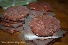Venison Breakfast Sausage Patties - RecipeZazz These are yummy breakfast sausage patties. These may be frozen. Freeze them first on a cookie sheet, and then when completely frozen, portion them in freezer bags. Venison Sausage Recipes, Breakfast Sausage Recipes, Homemade Breakfast, Paleo Breakfast, Best Breakfast, Venison Meals, Beef, Breakfast Sausages, Kitchens