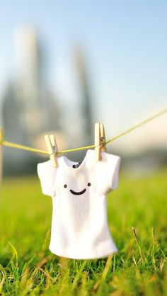 Cute Smile T-shirt iPhone 5 Wallpaper