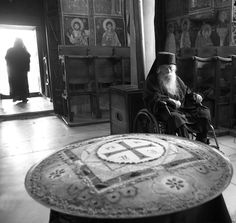 Elder Ermolaos of Vatopaidi looking at the koliva (the traditional food made in… Christian Church, Christian Faith, The Departed, Passed Away, The Next, How To Fall Asleep, Christianity, Religion, Spiritual