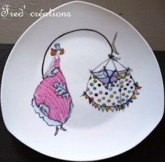 Comment résister aux fabuleux dessins de Gaëlle Boissonnard ? Après un petit service à café dans ce style ( ICI) pour Véro, je me suis lancée cette fois dans une série d'assiettes ( grande série comme toujours, mais j'ai eu du mal à choisir, tant les...