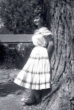 Lil' Vintage Homemaker: The Squaw Dress, Part 1: It's All About the Dress