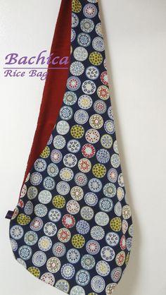 昔、滋賀県の大津から京都までお米を運んだ米袋「大津袋」をアレンジして作った不思議な形のBAGです。底が斜めになって歪な形ですが、マチがあるのでお弁当箱や箱モノ...|ハンドメイド、手作り、手仕事品の通販・販売・購入ならCreema。