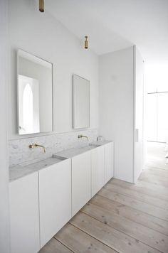 Since 1998 the Web Atlas of Contemporary Architecture Attic Bathroom, Master Bathroom, Bathroom Styling, Bathroom Interior Design, Modern Baths, White Houses, Apartment Interior, Beautiful Bathrooms, Contemporary Architecture