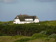 Geestharden house / Cimbrian house on Sylt Island, North Frisian Islands, Germany. Photo © 2009 by n.ilka, via Flickr [Please keep photo credit and original link if reusing or repinning. Thanks!]