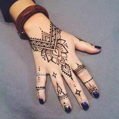 Best Men & Women Hand Tattoos on Media DemocracyYou can find Henna tattoo designs and more on our website.Best Men & Women Hand Tattoos on Media Democracy Simple Henna Tattoo, Henna Tattoo Hand, Diy Tattoo, Henna Tattoo Muster, Henna Mehndi, Henna Art, Mehendi, Mandala Tattoo, Simple Hand Henna