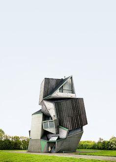 本誌START掲載のコラム記事。本誌では小さいサイズでの紹介だったためディテールがわかりづらかったフィリプ・ドゥジャルダンの「ありえない建築」を、こちらでは大きな画像でお楽しみ下さい。