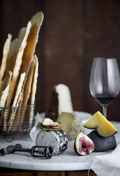 46 mouth-watering types of cheese to inspire you from around the world Cheese And Wine Tasting, Wine And Cheese Party, Wine Tasting Party, Wine Cheese, Tapas, Chocolates, Types Of Cheese, Cheese Platters, Food Pictures