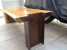 Mesa de centro ou Rack para tv em madeira maciça e pé de ferro envelhecido. Medidas :  1,10mts de comprimento 0,52mts de largura 0,40mts de altura Peso aprox: 60 kgs pilotto@terra.com.br