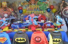Idea para Fiesta de superheroes: Deja una capa en el respaldo de cada silla