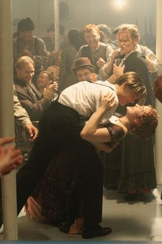 """""""I figure life's a gift, and I don't intend on wasting it. You don't know what hand you're gonna get dealt next. You learn to take life as it comes at you - to make each day count."""" Leonardo Dicaprio as 'Jack' and Kate Winslet as 'Rose', in """"Titanic"""". Vintage Movie Theater, Vintage Movie Stars, Vintage Movies, Poster Retro, Poster Art, Rouse Y Jack, Film Titanic, Titanic Movie Scenes, Romantic Movie Scenes"""