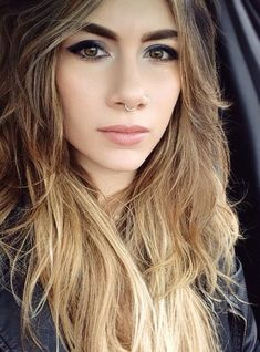 Con un piercing en la nariz te verás más ~bad ass~:   18 Chicas que te harán querer un septum piercing