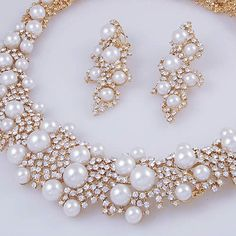 2 delig bruidssieraden set. goud met diamantjes en parels.