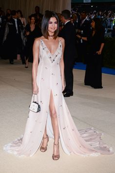 Selena Gomez at the 'Rei Kawakubo/Comme des Garcons: Art Of The In-Between' Costume Institute Gala at Metropolitan Museum of Art in New York City on May Selena Gomez Fashion, Style Selena Gomez, Selena Gomez Red Carpet, Victoria Justice, Rihanna, Blake Lively, Pink Gowns, Marie Gomez, Cara Delevingne