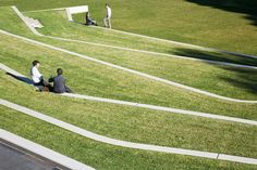 the manicured landscape amphitheatre. what a great public space it would make.