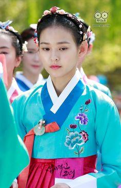 [My Sassy Girl] Korean Drama Korean Hanbok, Korean Dress, Korean Traditional Dress, Traditional Dresses, Korean Wave, Korean Girl, My Sassy Girl, Korean Drama Movies, Beautiful Costumes