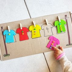 Saturaday exercice : Peg the shirt and match the number of buttons on the shirt to the number on the cardboard washing line. Saturaday exercice : Peg the shirt and match the number of buttons on the shirt to the number on the cardboard washing line. Preschool Learning Activities, Toddler Activities, Preschool Activities, Preschool Colors, Dementia Activities, Group Activities, Physical Activities, Kids Crafts, Creative Curriculum