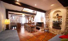 Vidéo : Vente Maison de village avec charme - ROQUEBRUNE SUR ARGENS (83520) - Cheminée et pierres apparentes = A l'extérieur: grand cave d'environ 25m² Rare ! - Réf. ltp120